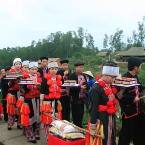 dam cuoi nguoi dao 5 300x300 - Phong tục Tết độc đáo của người Dao đỏ Yên Bái