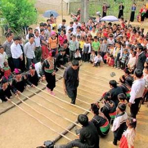 nguoi kho mu to 300x300 - Gìn giữ bản sắc dân tộc