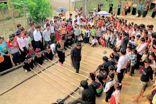 nguoi kho mu to - Người Khơ Mú Tọ Cuông bảo tồn lễ hội truyền thống