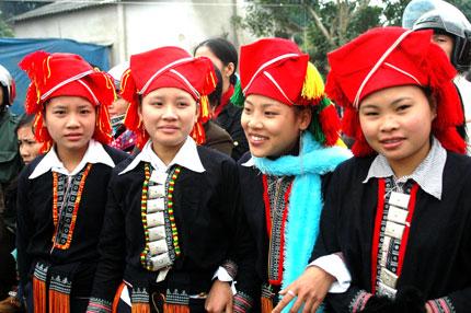 phong tuc tet dao do - Nét đẹp trên trang phục của người dân tộc Tây Bắc