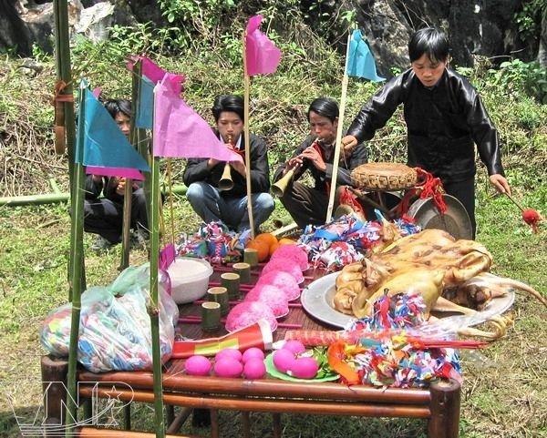 Lễ hội xuống đồng của người Giáy - Lễ hội xuống đồng của người Giáy